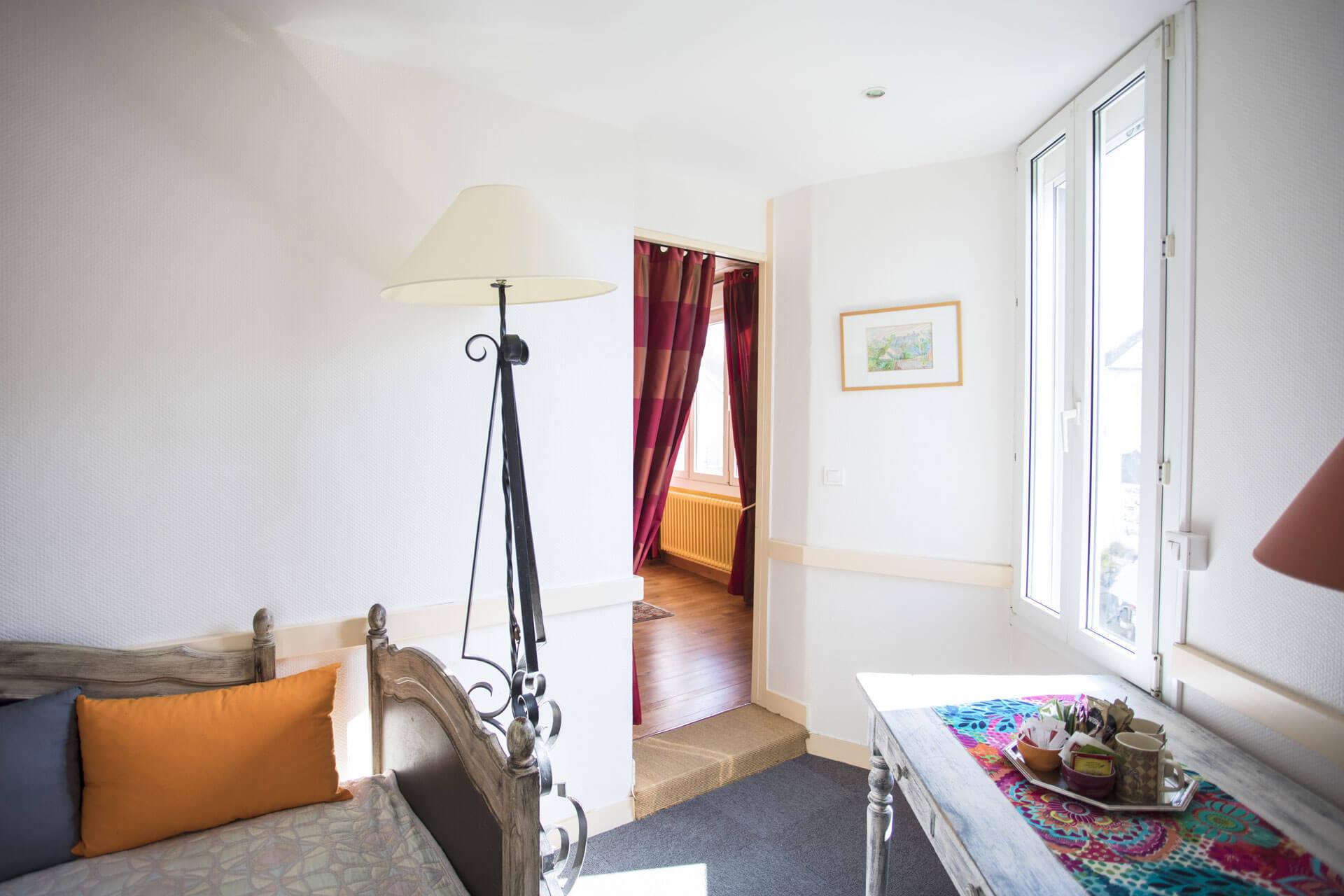 chambre d'hôtel confortable avec terrasse privée ile aux moines
