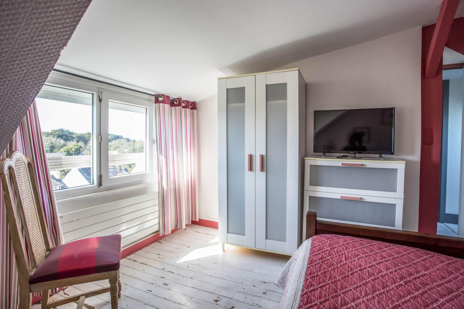 chambre d'hôtel spacieuse